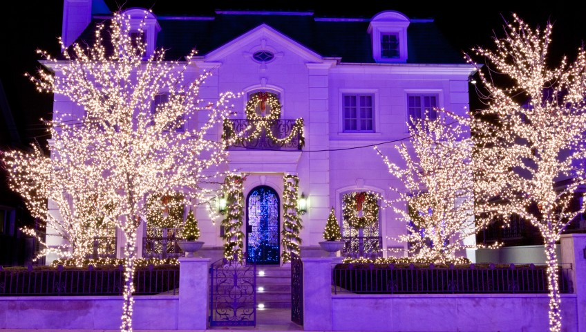 Let Integrity Roofers Hang Your Christmas Lights this Year