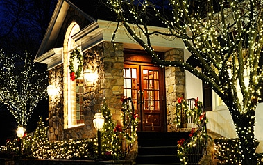 Have Yourself a Merry Christmas – by Having a Professional Hang Your Outdoor Christmas Lights!