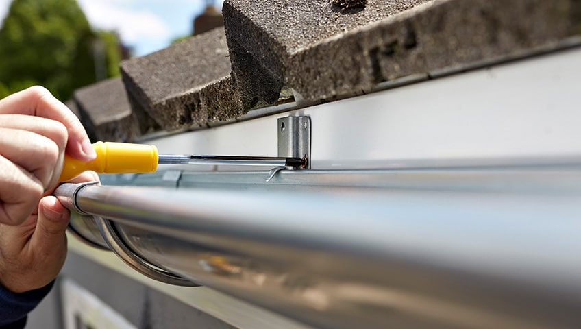 How Residential Roof Repairs & Eavestrough Repairs Go Hand in Hand