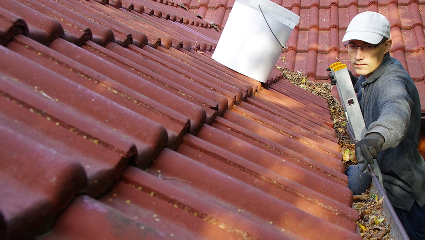 A Complete Guide to Gutter Cleaning